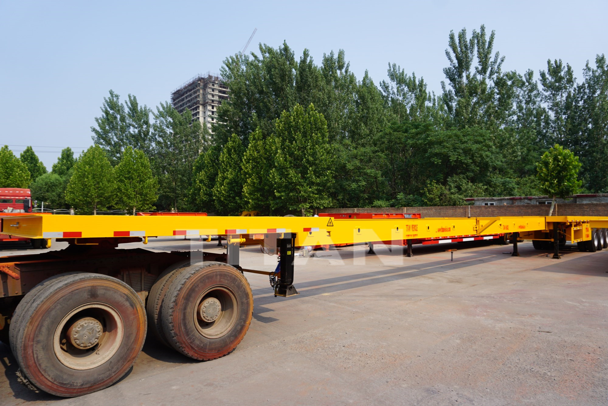 extendable flatbed trailer